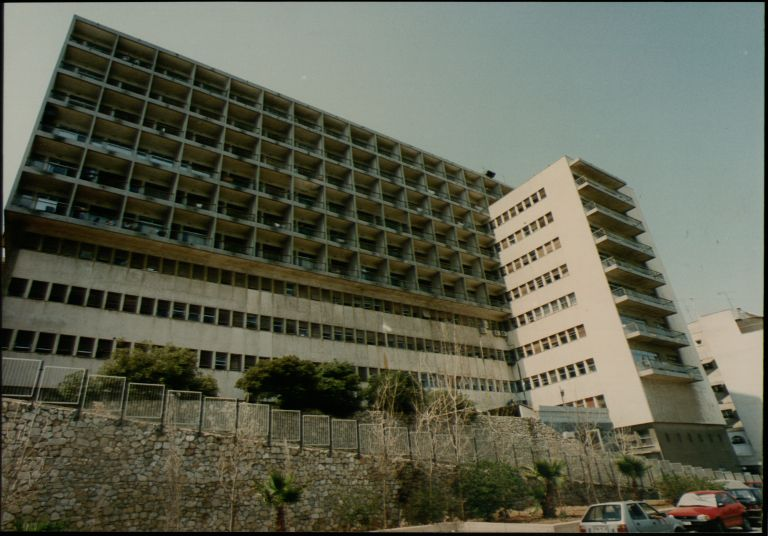 Σε κατάρρευση το αντικαρκινικό νοσοκομείο «Μεταξά»   tovima.gr