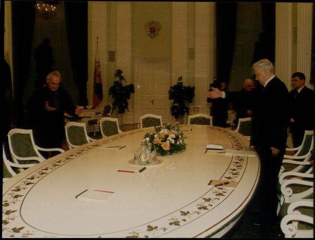 Ο Ακης, ο μυστήριος κ. Ζαγιάτ και ο εκατομμυριούχος κ. Ντίνος | tovima.gr