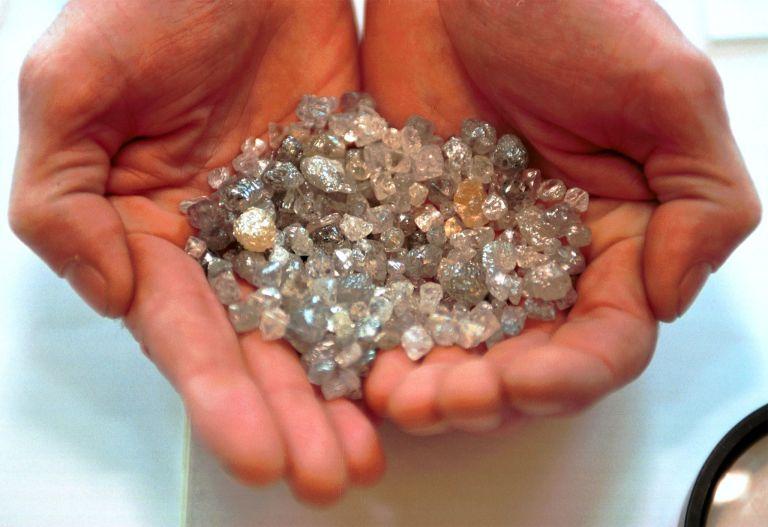Εκατομμύρια μικροσκοπικά διαμάντια στη φλόγα κάθε κεριού! | tovima.gr