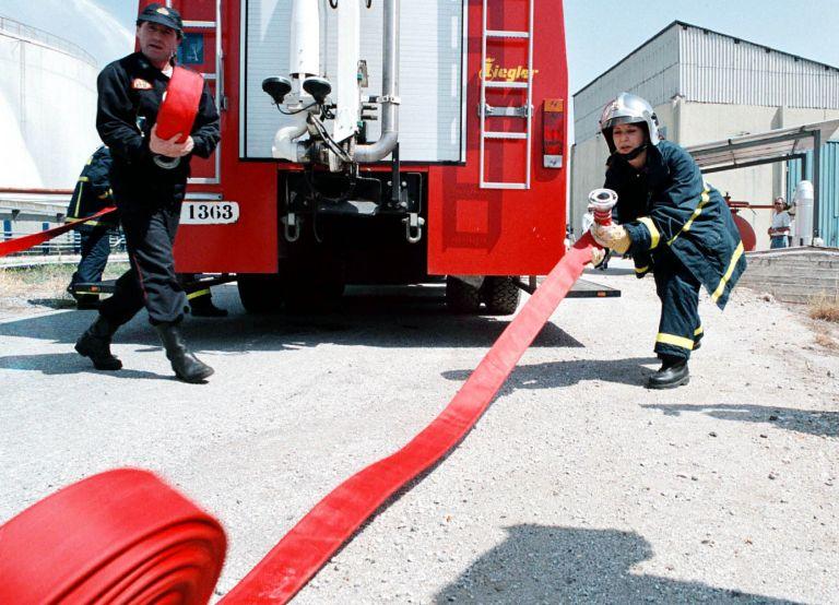 Φωτιά σε συνεργείο αυτοκινήτων στον Ταύρο | tovima.gr