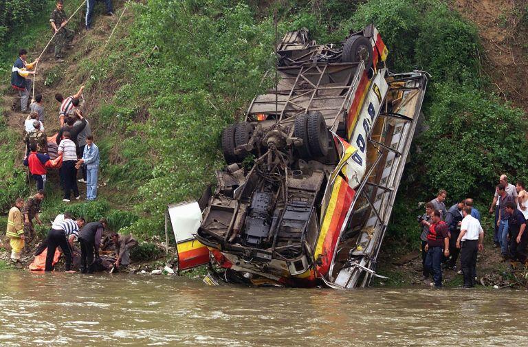 Νεπάλ: Λεωφορείο έπεσε σε ποτάμι – 35 νεκροί | tovima.gr