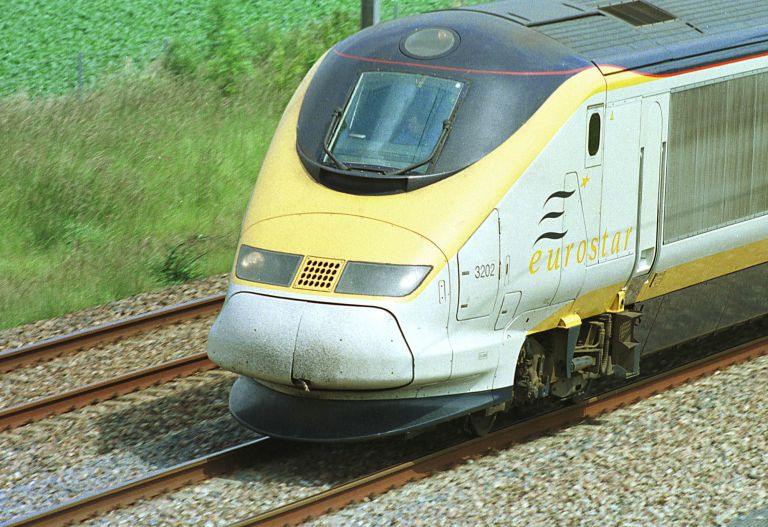 Γαλλία: Αφέθηκαν ελεύθερα τα δύο άτομα που συνελήφθηκαν σε τρένο για ύποπτη συμπεριφορά   tovima.gr