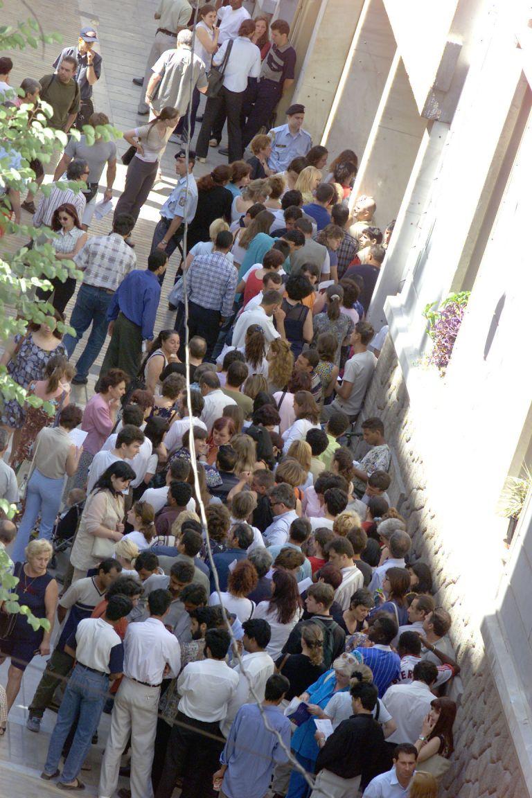 Ενταση στη Διεύθυνση Αλλοδαπών για τη σειρά προτεραιότητας | tovima.gr