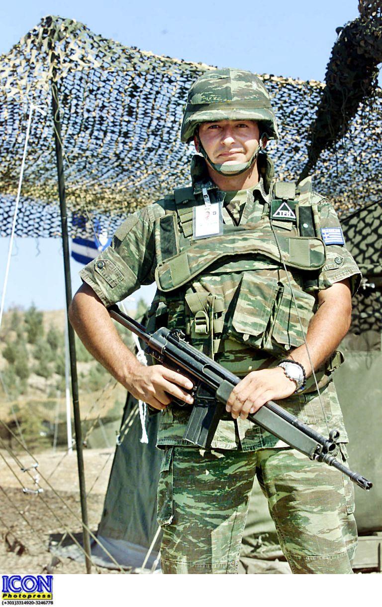 Αλεξιπτωτιστής άρχισε να πυροβολεί στον αέρα σε στρατόπεδο στα Χανιά | tovima.gr