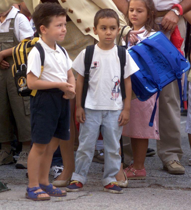 Δύο Σαββατοκύριακα το μήνα θα παραμένει «η τσάντα στο σχολείο» | tovima.gr