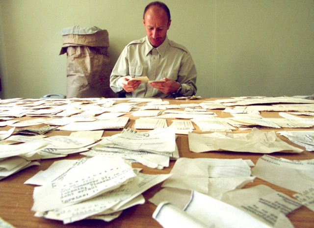 Ενώνεται το «μεγαλύτερο παζλ του κόσμου»: τα αρχεία της Στάζι | tovima.gr