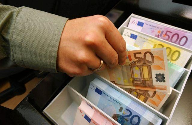 Οι τράπεζες μειώνουν κι άλλο τα επιτόκια των προθεσμιακών | tovima.gr