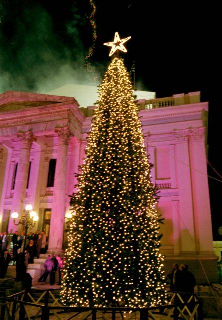 Πειραιάς: Αρχίζουν οι εορταστικές εκδηλώσεις με τη φωταγώγηση του χριστουγεννιάτικου δέντρου | tovima.gr
