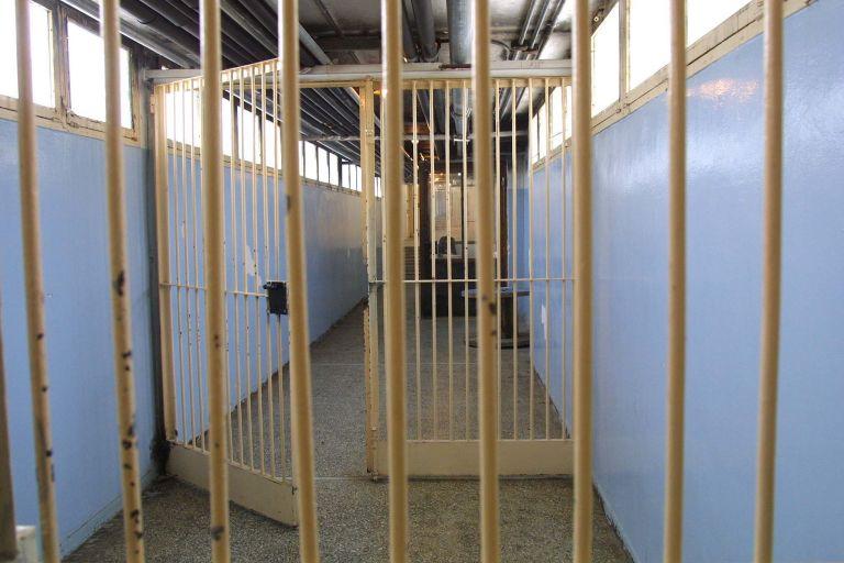 Απεργία πείνας κρατουμένων στην Αστυνομική Διεύθυνση Καβάλας | tovima.gr