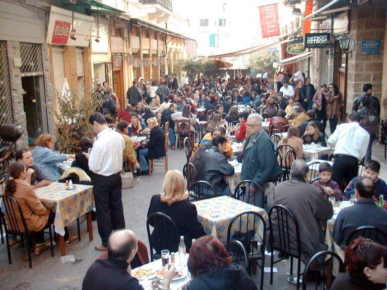 Hellastat: Συρρικνώνεται ο κλάδος μαζικής εστίασης | tovima.gr