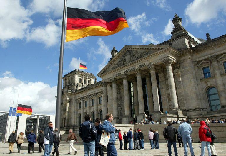 Γερμανία: Διαμελισμό του ΥΠΟΙΚ στην περίπτωση που το FDP επιμείνει να το αναλάβε | tovima.gr