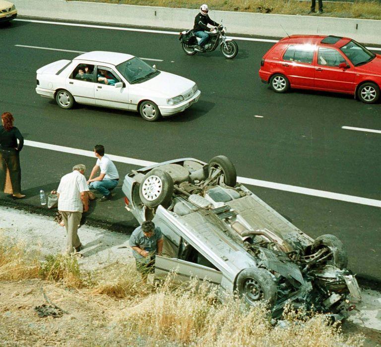Νεκρός βρέθηκε μέσα στο αυτοκίνητό του 34χρονος καθηγητής από την Ιτέα | tovima.gr