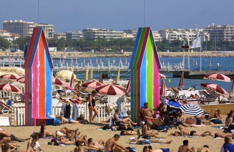 Στις Κάννες απαγορεύονται τις μεγάλες τσάντες στην παραλία μετά το μακελειό της Νίκαιας | tovima.gr