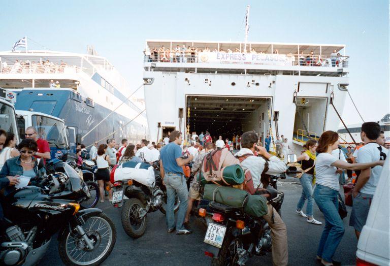 Μειώνονται οι τιμές στα εισιτήρια των πλοίων   tovima.gr