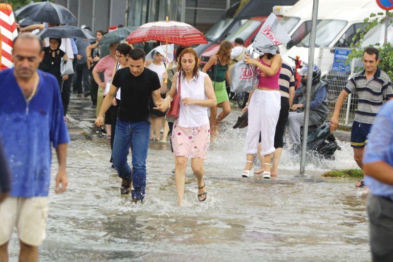 Βροχές και καταιγίδες σήμερα σε όλη τη χώρα | tovima.gr