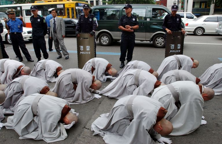 Ν. Κορέα: Βουδιστές μοναχοί, επιφανείς και… φανατικοί τζογαδόροι | tovima.gr