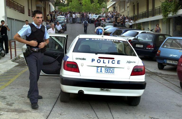 Αντιεξουσιαστές προσπάθησαν να «απελευθερώσουν» συλληφθέντα για κλοπή τσάντας στο κέντρο της Αθήνας | tovima.gr