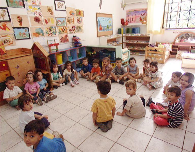 Εκτός παιδικών σταθμών 53.000 παιδιά λόγω περικοπών | tovima.gr