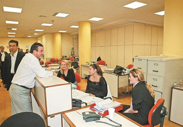 Νέα «έξοδος» με γενναία μπόνους από τις τράπεζες | tovima.gr