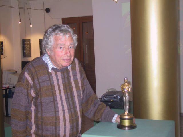 Πέθανε ο Γουόλτερ Λάσαλι, ο οσκαρικός κινηματογραφιστής του «Ζορμπά» | tovima.gr