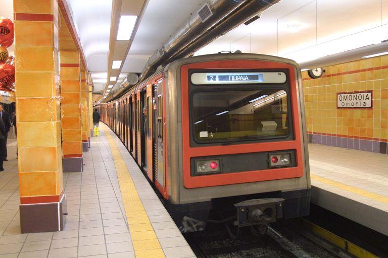 Άνδρας έπεσε στις γραμμές του μετρό στην Ομόνοια | tovima.gr