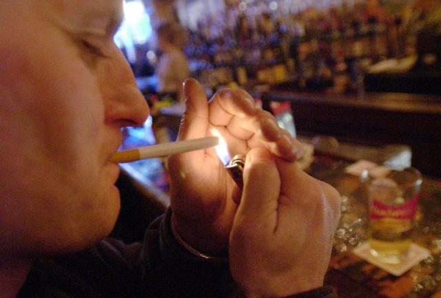 Αυξάνεται δειλά δειλά ο αριθμός των καταγγελιών για το κάπνισμα   tovima.gr