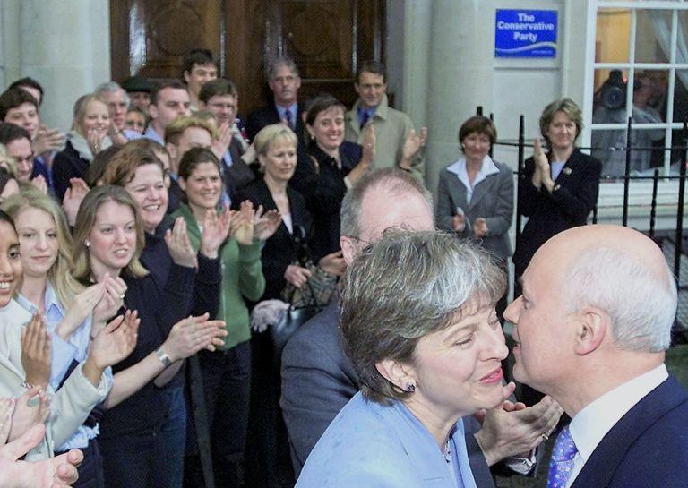 Λονδίνο: Ενισχύεται η στήριξη στη Μέι,  η ΕΕ επιμένει σε «έξοδο τώρα» | tovima.gr
