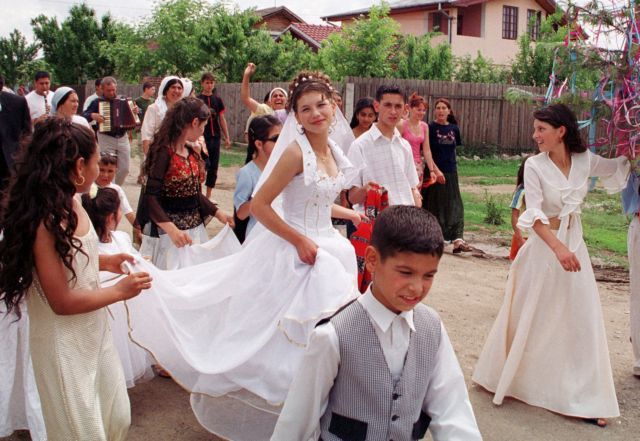 Ρουμανία: Προς κατάργηση οι γάμοι μεταξύ παιδιών Ρομά   tovima.gr