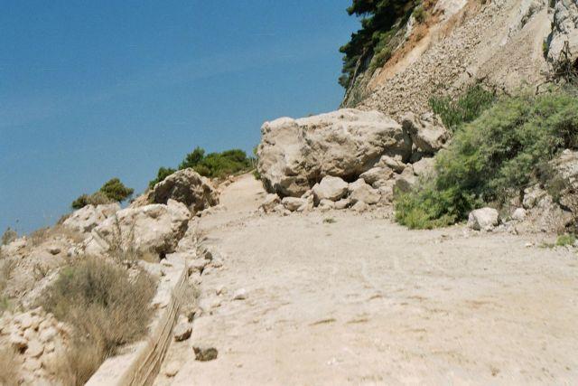 Με χρήση εκρηκτικών η διάνοιξη δρόμου στο Επταχώρι Καστοριάς | tovima.gr