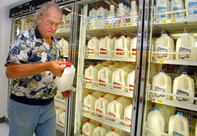 Harakopoulos chastises Hatzidakis on fresh milk shelf life debate | tovima.gr