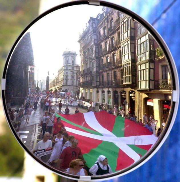 La Vanguardia: Οργή Βάσκων για παραλληλισμό με Καταλανούς | tovima.gr