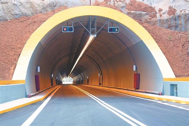 Η Κρήτη «τρέχει» μετ' εμποδίων τον νέο αυτοκινητόδρομο | tovima.gr