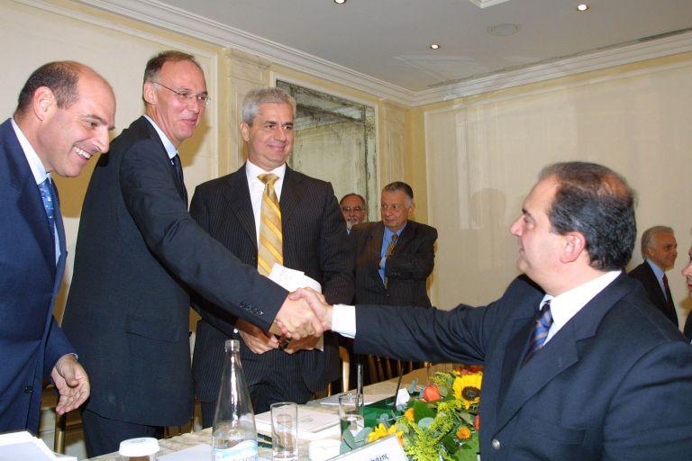 «Ο Καραμανλής δεν ήθελε να στριμώξει τον ελληνικό λαό» λέει τώρα ο Π. Δούκας | tovima.gr
