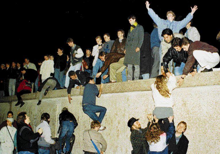 Ετσι έπεσε το τείχος του Βερολίνου   tovima.gr
