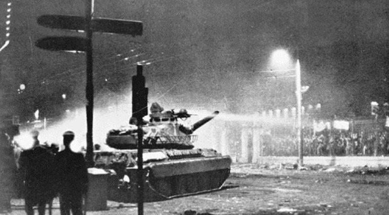 O ΣΤΡΑΤΙΩΤΗΣ-ΟΔΗΓΟΣ TOY TANK που γκρέμισε την πύλη του Πολυτεχνείου σπάει τη σιωπή του και μιλάει πρωτη φορα για το μακελειο της 17ης Νοεμβρίου 1973 | tovima.gr