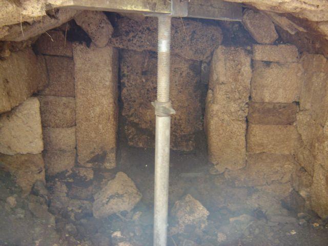 Αρχαίος θαλαμωτός τάφος σε υψόμετρο 1000 μέτρων στη Φωκίδα | tovima.gr