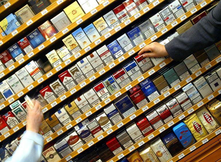 Αντίδραση των καπνοβιομηχάνων στις νέες συσκευασίες των τσιγάρων | tovima.gr