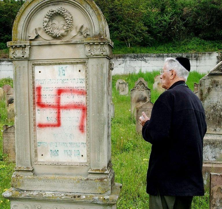 ΣΥΡΙΖΑ: Να εντοπιστούν οι δράστες βεβήλωσης του εβραϊκού νεκροταφείου | tovima.gr