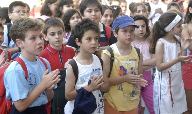 SYRIZA youth party favors the abolition of morning prayers in schools | tovima.gr