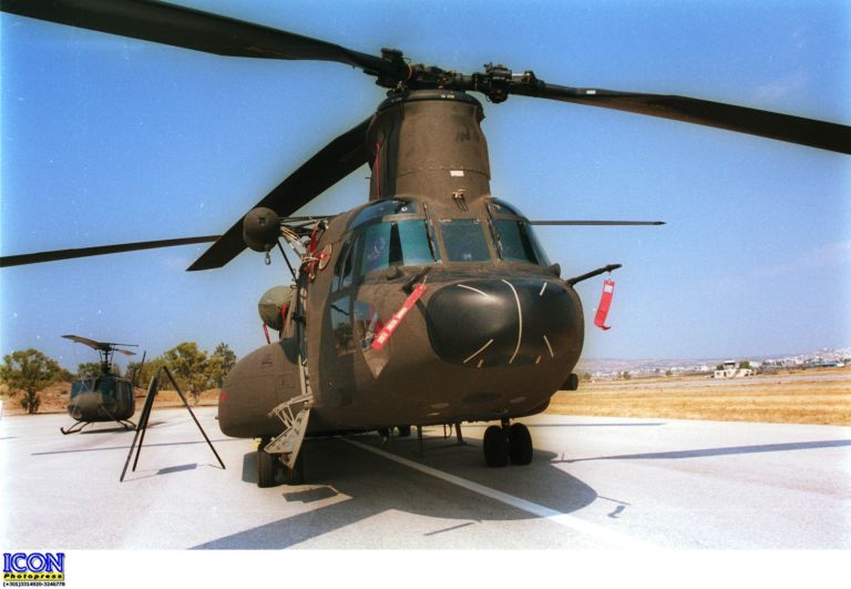 Ζάκυνθος: Αναγκαστική προσγείωση για δύο ελικόπτερα Σινούκ του ΝΑΤΟ | tovima.gr