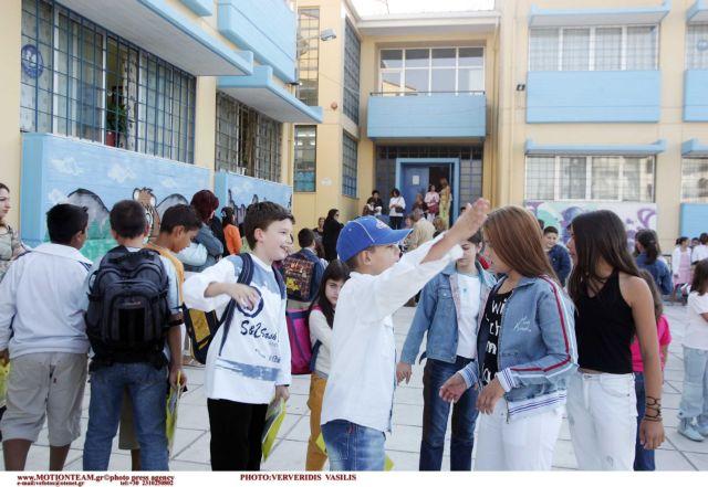 Δέκα χιλιάδες μαθητές επιστρέφουν στο δημόσιο σχολείο | tovima.gr