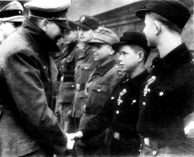 Δύο δεκαεπτάχρονοι στα Waffen-SS | tovima.gr