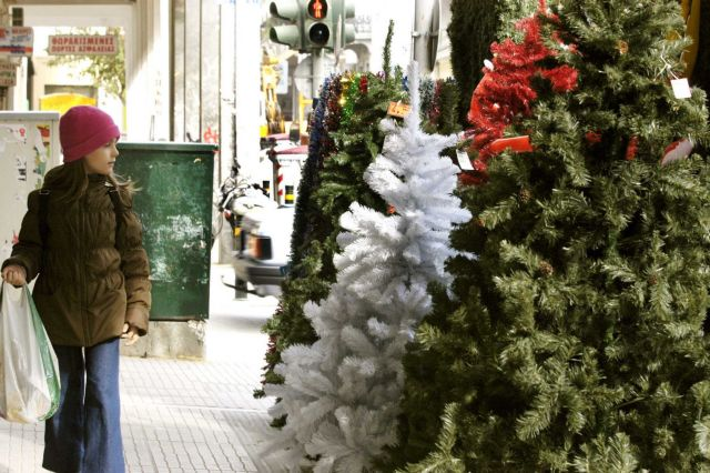 Holiday shopping hours come into effect on Saturday   tovima.gr