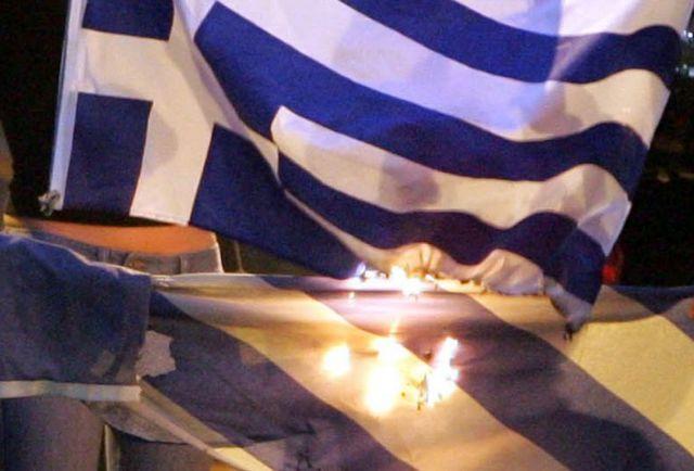 Εκαψαν σημαία από νηπιαγωγείο στο Περιστέρι | tovima.gr
