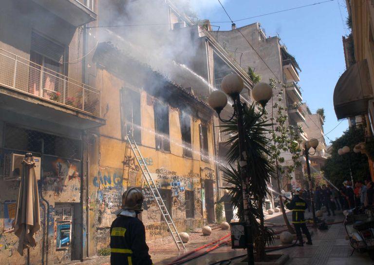 Υπό έλεγχο η φωτιά σε εγκατελειμμένο κτίριο στο κέντρο της Αθήνας | tovima.gr