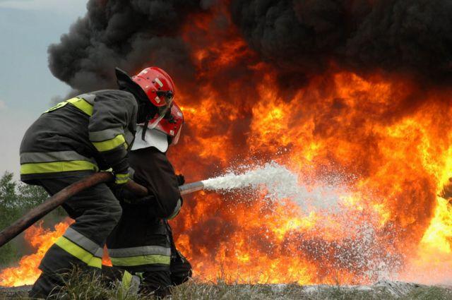 Πυρκαγιά σε εργοστάσιο με χαρτιά στον Ασπρόπυργο | tovima.gr