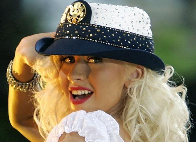 Περιοδεία για την Κριστίνα Αγκιλέρα μετά από μια δεκαετία   tovima.gr