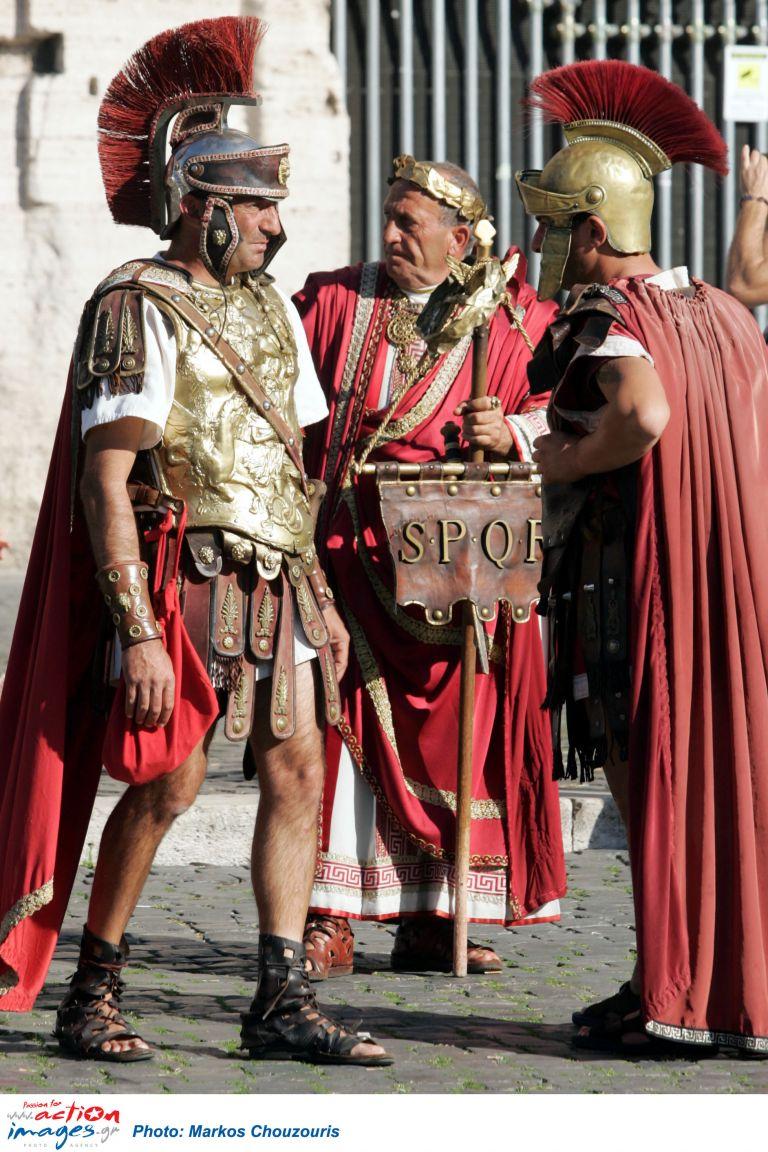 Χολιγουντιανές ανοησίες οι κόκκινες στολές των ρωμαίων εκατόνταρχων | tovima.gr