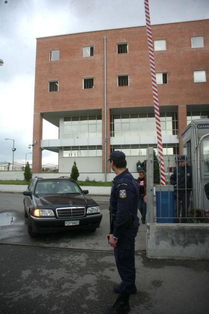 Τρεις αλλοδαπούς που διέφυγαν από το Μεταγωγών αναζητά η ΕΛ.ΑΣ. | tovima.gr