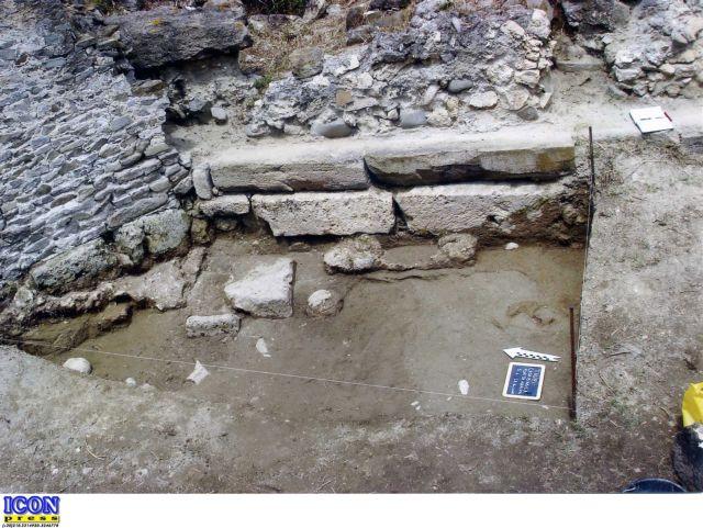 Ανακαλύφθηκε τμήμα του αρχαίου επιθαλάσσιου αμυντικού τείχους της Μυτιλήνης | tovima.gr